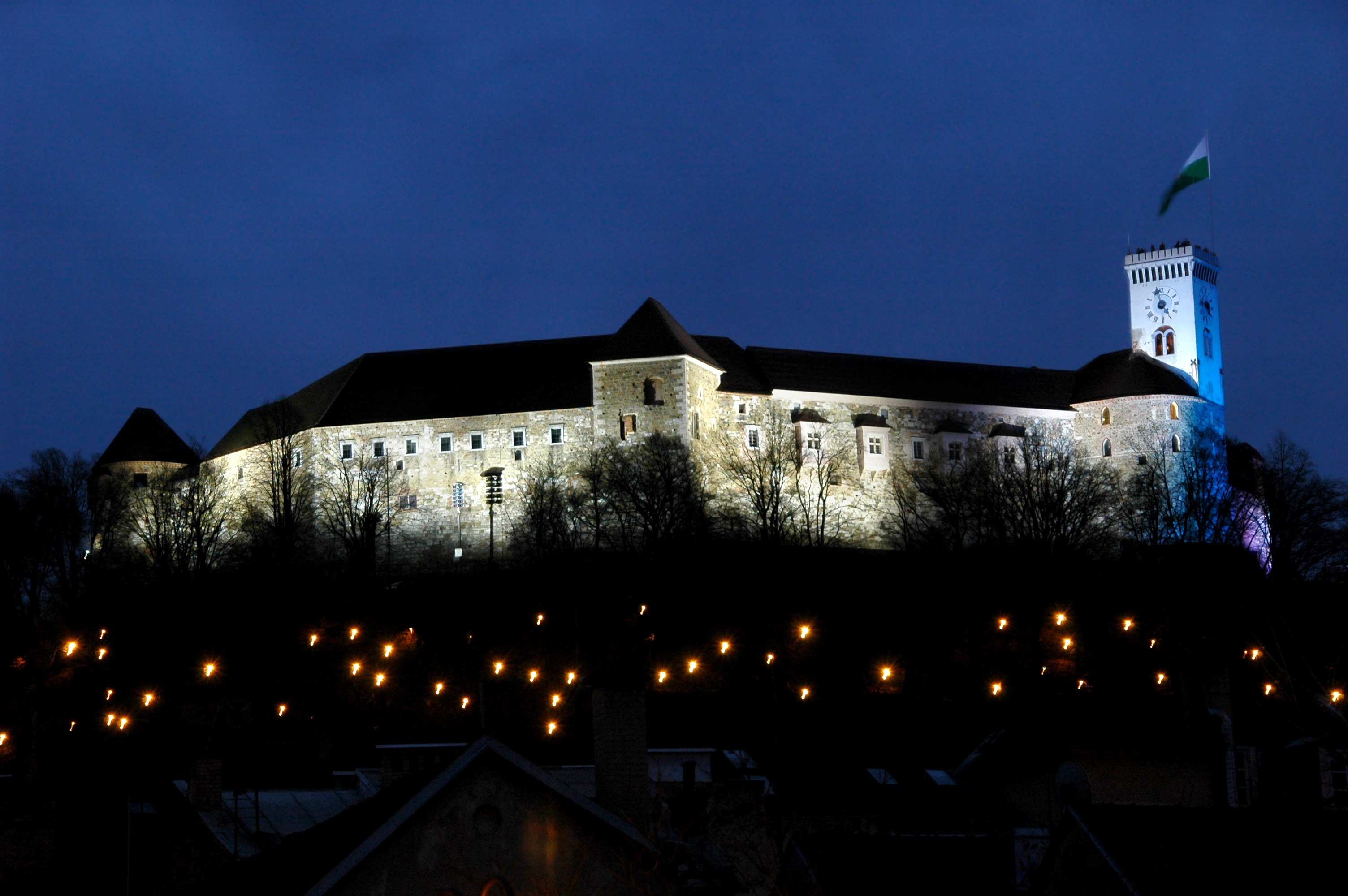 night-view-of-the-castle-d.wedam.jpg